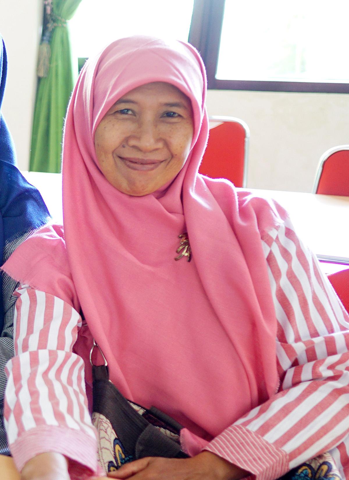 Siti_Fatimah,_S_Pd_Jas_s.jpg